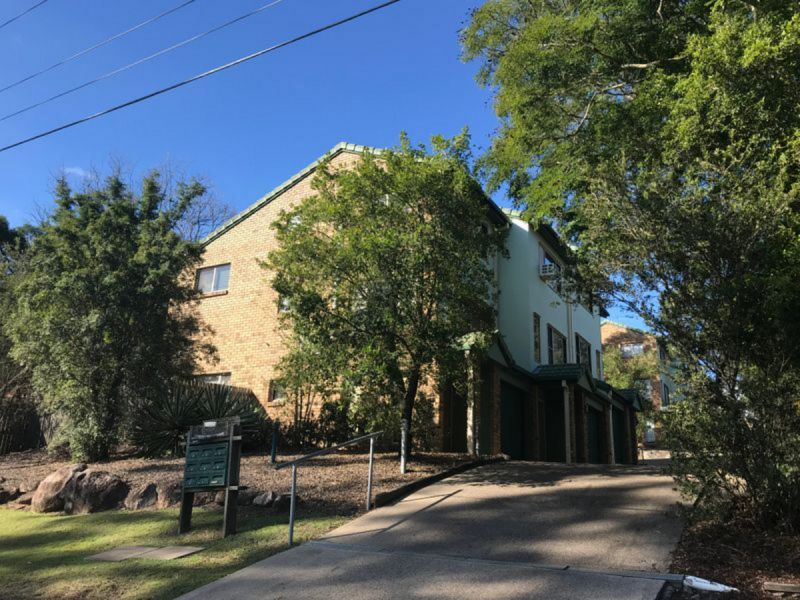 **APPLICATION APPROVED** WALK TO REDBANK PLAZA! BEAUTIFUL SPLIT LEVEL TOWNHOUSE AVAILABLE NOW!