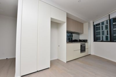 889 Collins: Experience the Best Docklands Has to Offer!