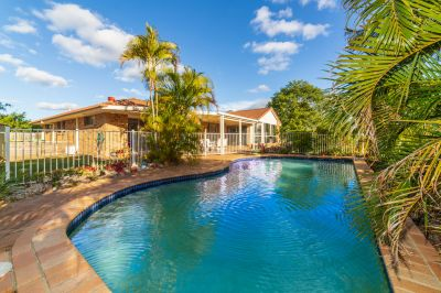 Huge family home with pool and views!