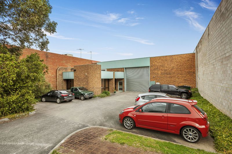 AUCTION | Freehold Investment
