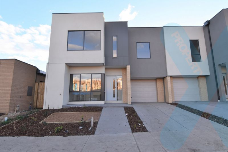 Three Bedroom Home at the Royal! ONE MONTH FREE RENT** (Cond's apply)