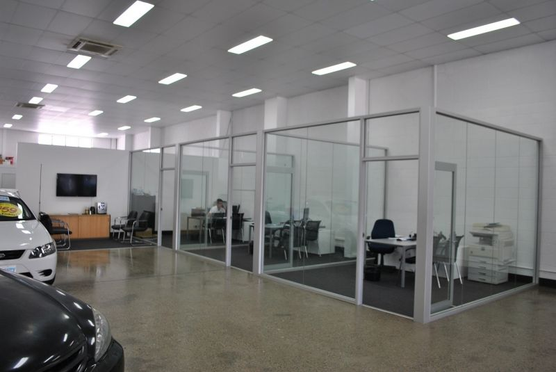 595M2* SHOWROOM - FULL GLASS FRONTAGE