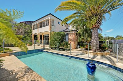 HUGE TOWNHOUSE - AUCTION SATURDAY 11:30am Onsite