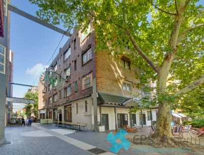 STYLISH EXECUTIVE ONE BEDROOM IN THE HEART OF VIBRANT POTTS POINT
