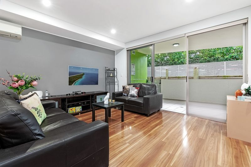 North facing apartment in heart of Asquith