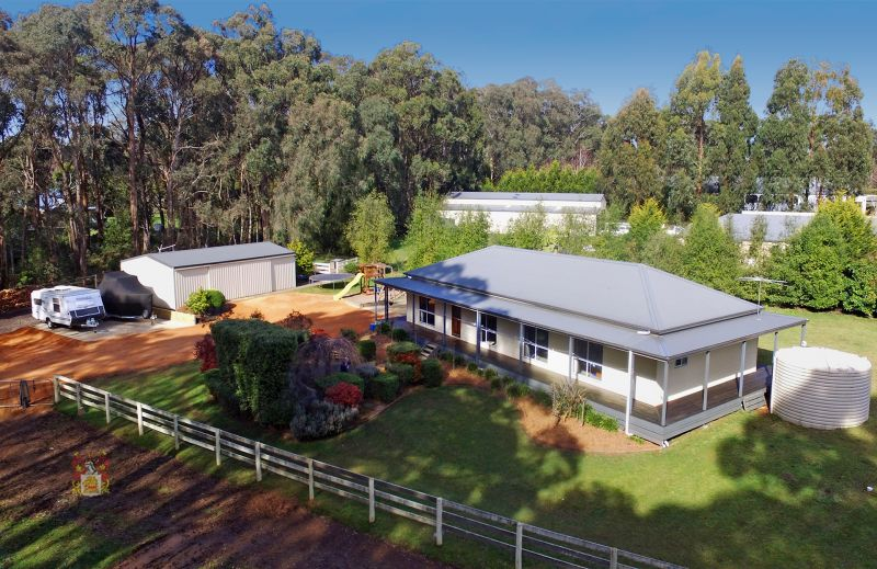 RANCH STYLE HOME ON LEAFY 3.85 ACRE PRIVATE ALLOTMENT