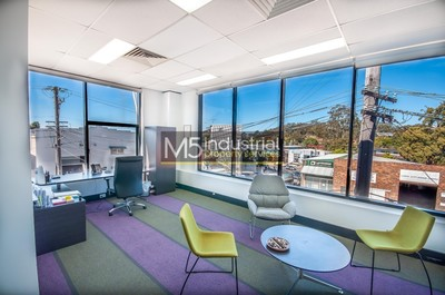 275sqm - Quality Office with plenty of onsite parking.