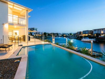 Large 53sq Modern, Waterfront Home - Must be Sold!