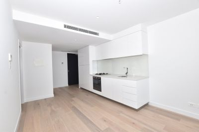 Fantastic One Bedroom Plus Study Apartment in the Stunning Marco Complex!