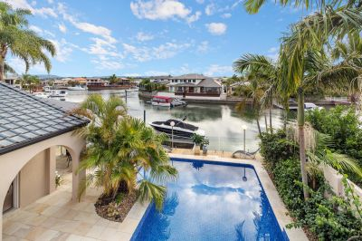 Spectacular Waterfront Entertainer. 18.9m of Water