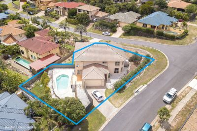 Spacious 4 Bedroom Duplex with Swimming Pool!