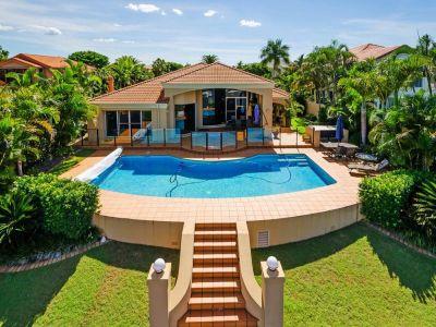 Single Level Luxury, Bridge-Free Boating in Private, Secure Estate