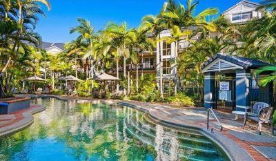 An Absolute Blue Water Apartments Stunner! Good Returns!