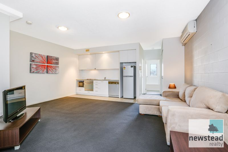 Live in the heart of Newstead!>