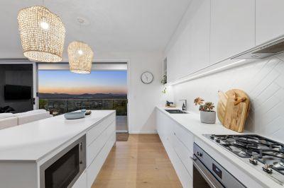 Light Filled Contemporary Sky Home