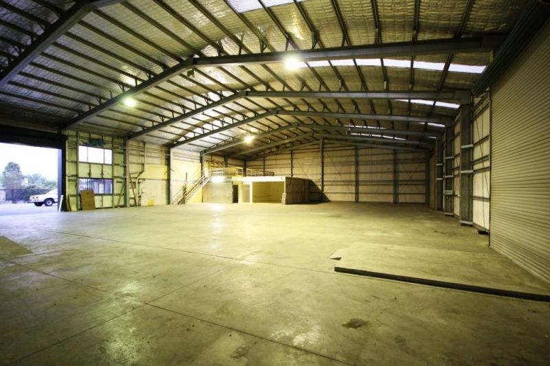 SOLID WAREHOUSE WITH OFFICE