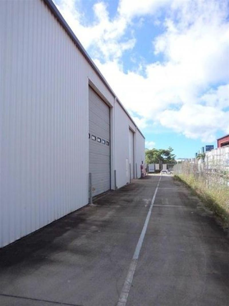 INDUSTRIAL WAREHOUSE & OFFICE FOR LEASE BENTLEY PARK.