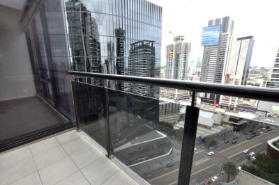 Vue Grand: Exquisite One Bedroom + Study in Prime Position!