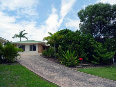 4 BEDROOM FAMILY HOME WITH POOL