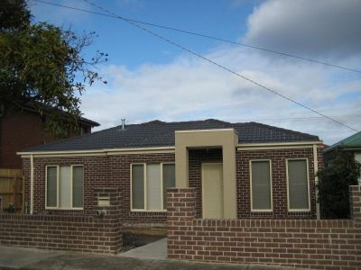 3 Bedroom Unit With Street Frontage
