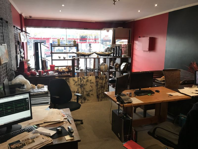 RETAIL /OFFICE WITH GREAT EXPOSURE