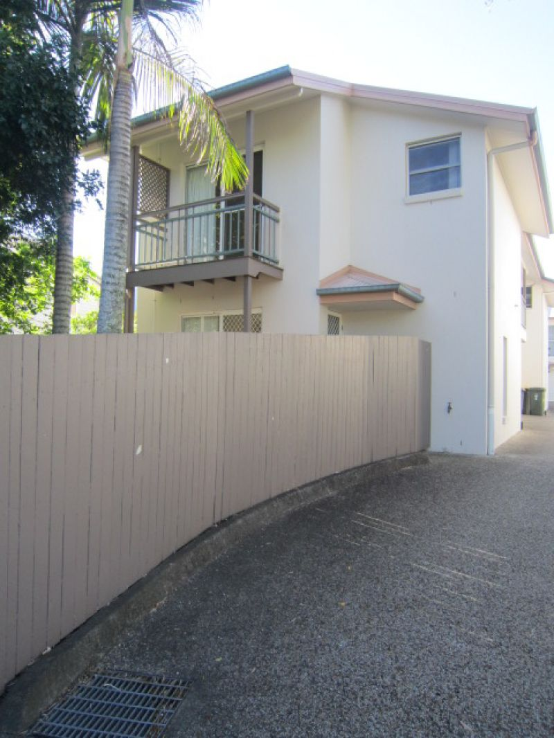 LOVELY TOWNHOUSE IN PRIME LOCATION!!