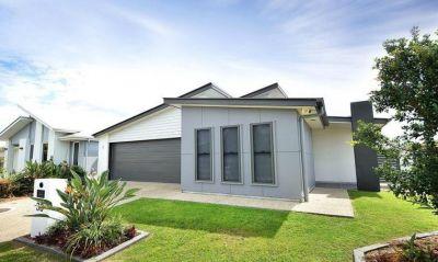 Beautiful Lowset Home  Presents Like New