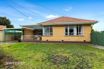Brick Veneer Home On 739M2 (approx)