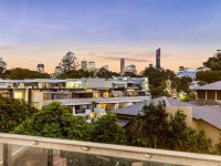 Best Value On  The Market - Large 175m2 Woolstore Penthouse