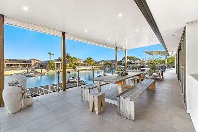 Runaway Bay Islands - Modern Design - 19m+ Waterfrontage