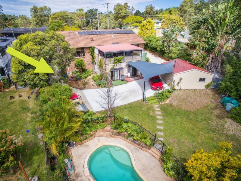 RENOVATOR ON USABLE 3886m2 BLOCK WITH POOL, TENNIS COURT AND ADDITIONAL ACCOMMODATION