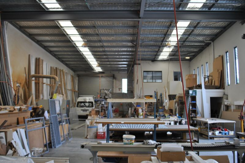 465m2* INDUSTRIAL UNIT PRICED TO SELL !
