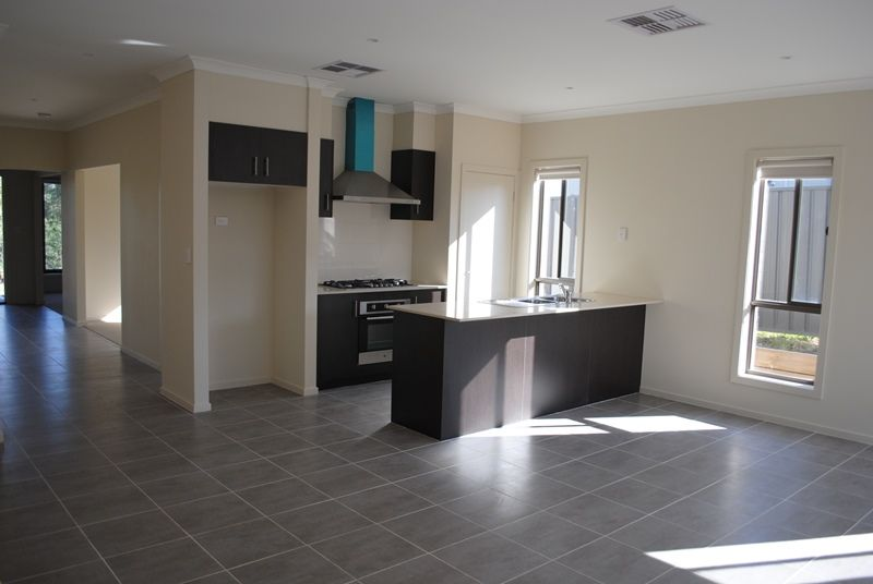 FIRST CLASS TENANT WANTED! Simply Superb Family Home! L/B