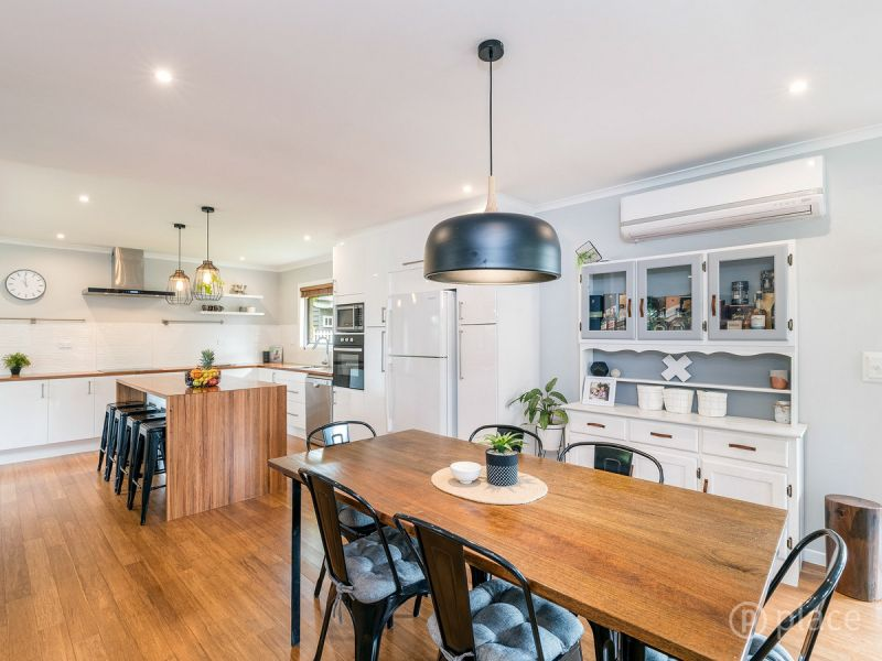 BEAUTIFULLY RENNOVATED LOW SET HOME IN THE HEART OF WYNNUM WEST