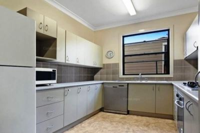 Student Accommodation - 5 Bedroom Home - No Bills - Utilities Included