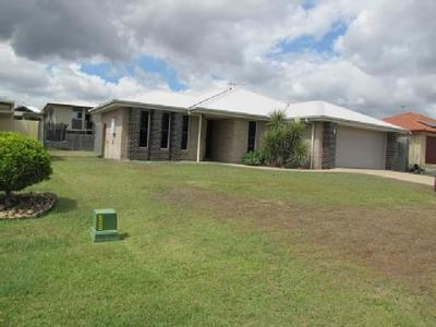 MODERN 4 BEDROOM HOME WITH DOUBLE SIDE ACCESS & LEVEL YARD