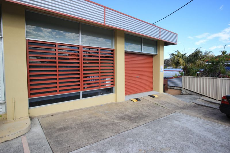 Small retail or office unit available in Kew