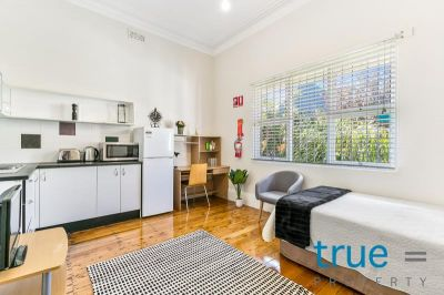 = HOLDING DEPOSIT RECEIVED = JUST RENOVATED AND PERFECTLY LOCATED = FULLY FURNISHED