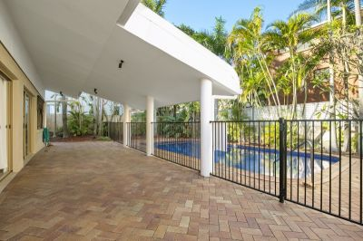 Large one bedroom furnished apartment with shared pool - including electricity and water