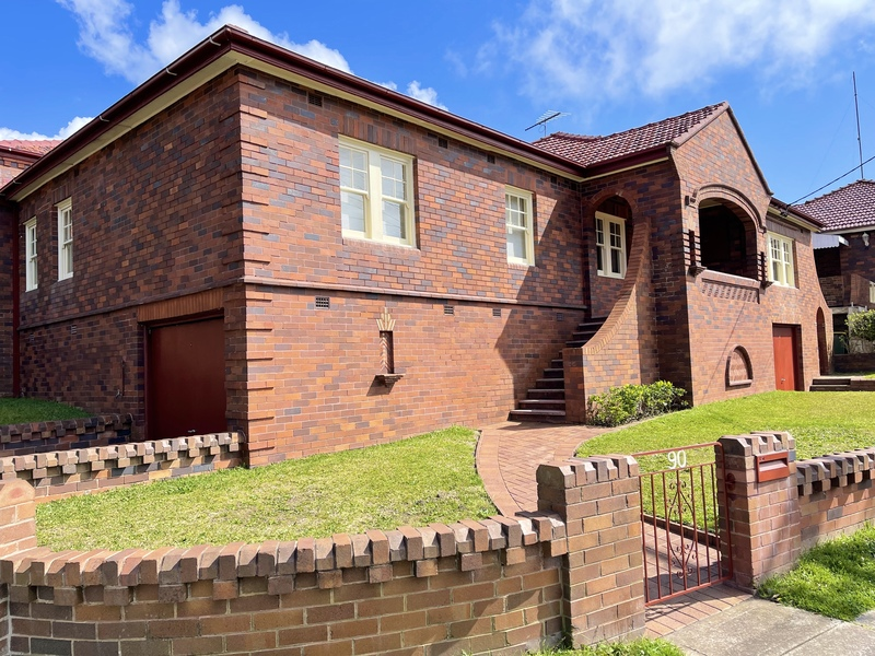 THE IDEAL FAMILY HOME WITH LARGE LEVEL BACKYARD