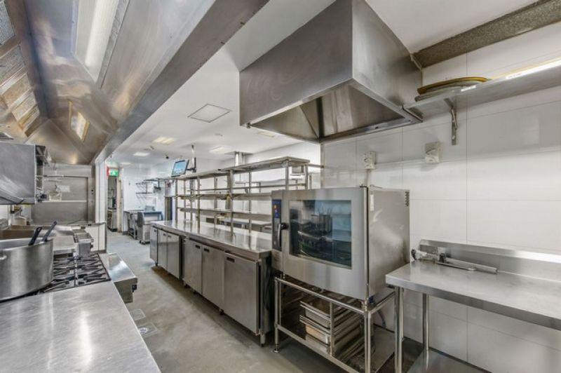 Fully Equiped Restaurant/Bar - Just Add Staff!