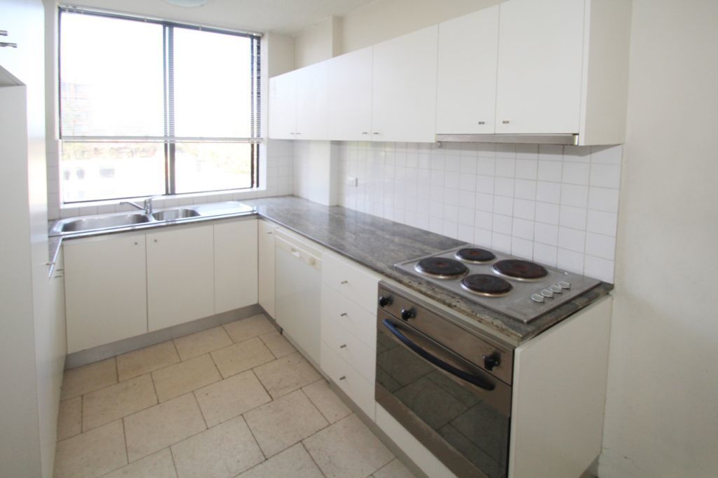 BRIGHT, SPACIOUS 2 BEDROOM APARTMENT - UNBEATABLE LOCATION!