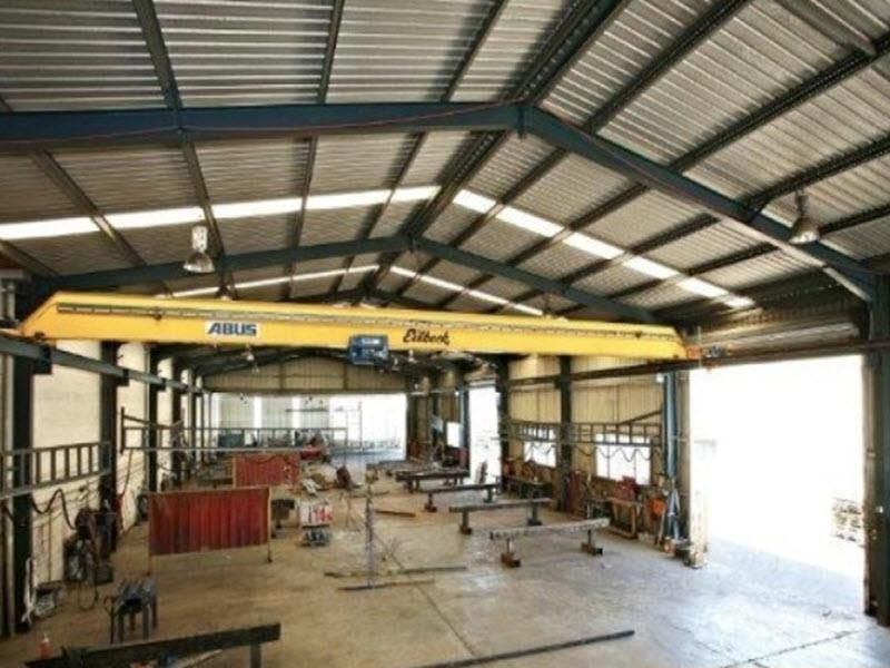 Freestander with 5 tonne crane