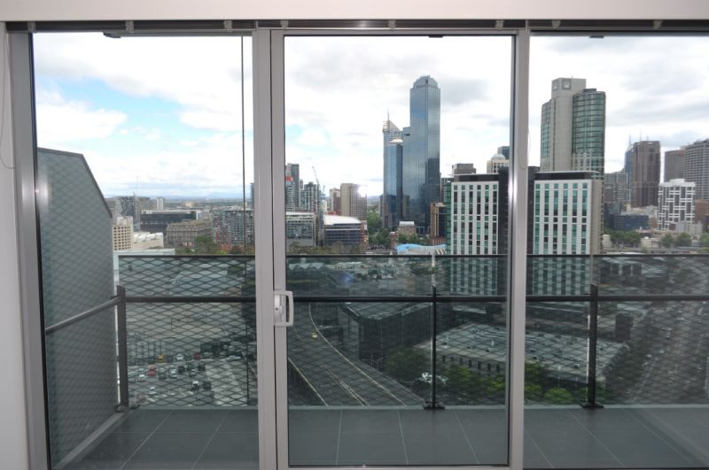Mainpoint: 23rd Floor - Fantastic Location with Stunning Views!