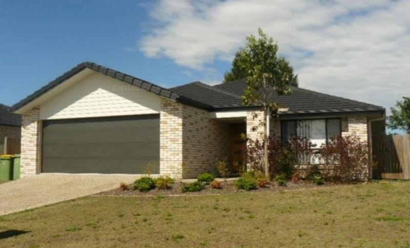 Beautiful four bedroom home with four air cons!