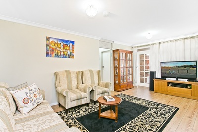 Renovated Top Floor Apartment with Double Parking