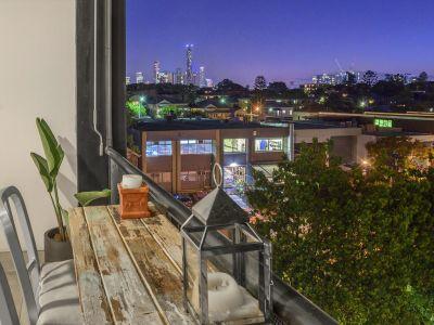 Ultra Spacious & Ultra Stylish -  212m2 of Premium Woolstore Apartment