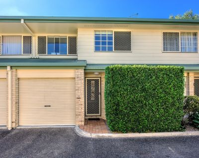 PRIVATE & SECURE IN THE HEART OF BOOVAL