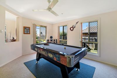 Large Family Home 695sqm Block