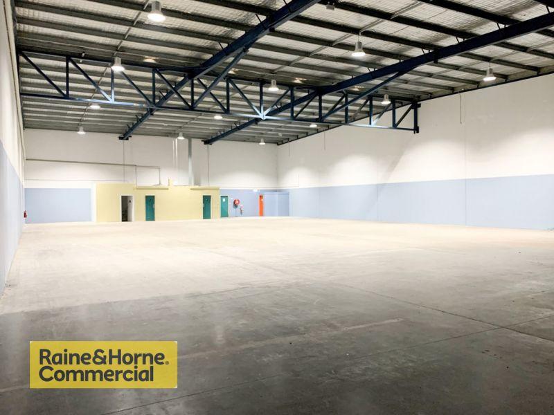 1,022m2 Industrial warehouse minutes to M1 Motorway!